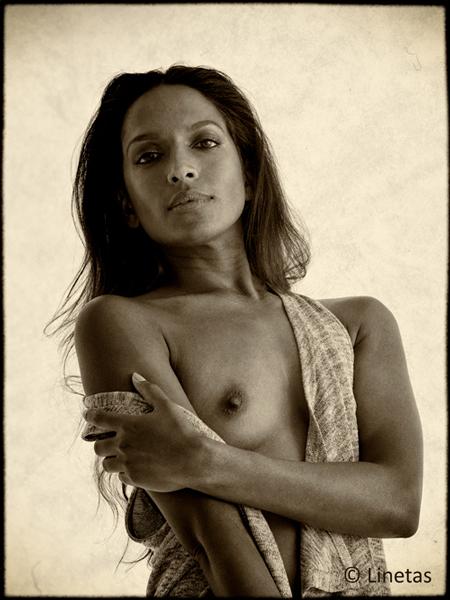 Linetas-Portraits-Nudes-Erotica-PA290193